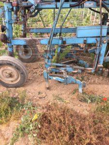 tracteur labour vignoble mandois